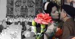 2622798_mdz-mezinarodni-den-zen-svatek-zeny-retro-fotky-komunismus-zena-za-pultem-karafiat-kvetina-v2